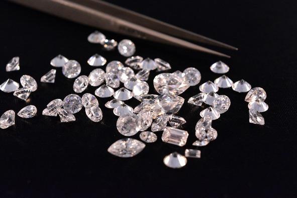 Briliáns gyémánt drágakövek