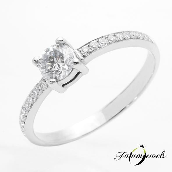 Kísérő drágaköves gyémánt eljegyzési gyűrű