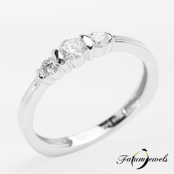 Háromköves fehérarany gyémánt eljegyzési gyűrű