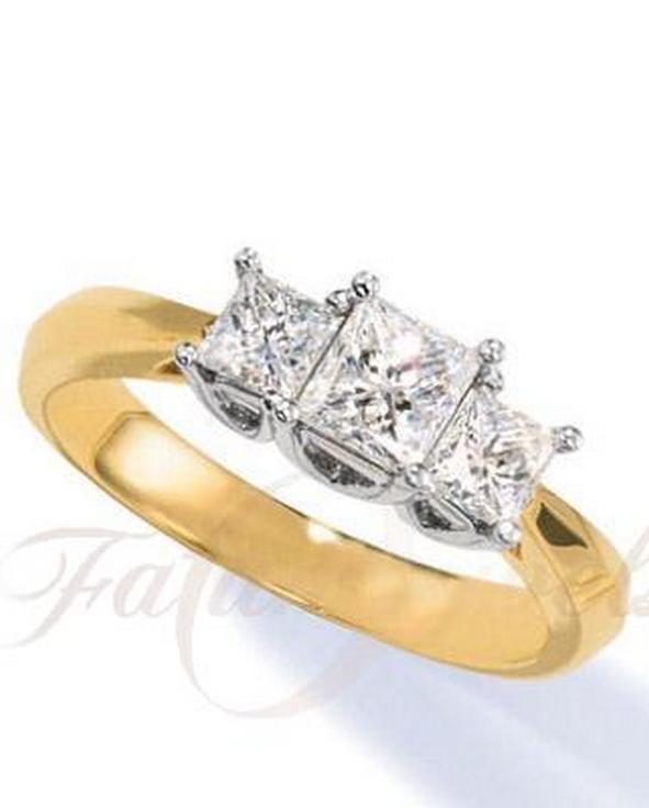Háromköves princess gyémánt eljegyzési gyűrű
