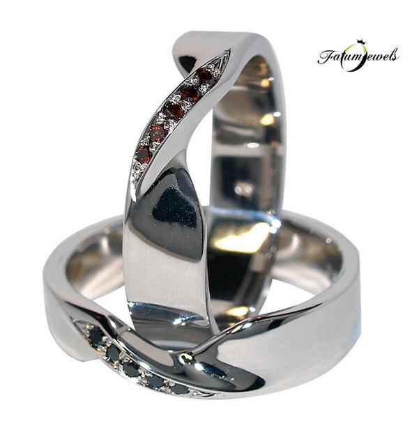 Fehérarany karikagyűrű burgundi és fekete gyémánttal