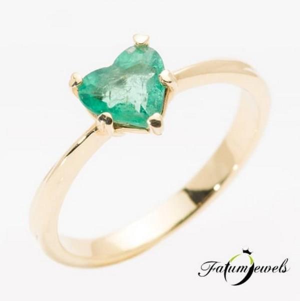 Szív smaragd gyűrű a Fatumjewelstől