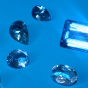 Kék drágakövek