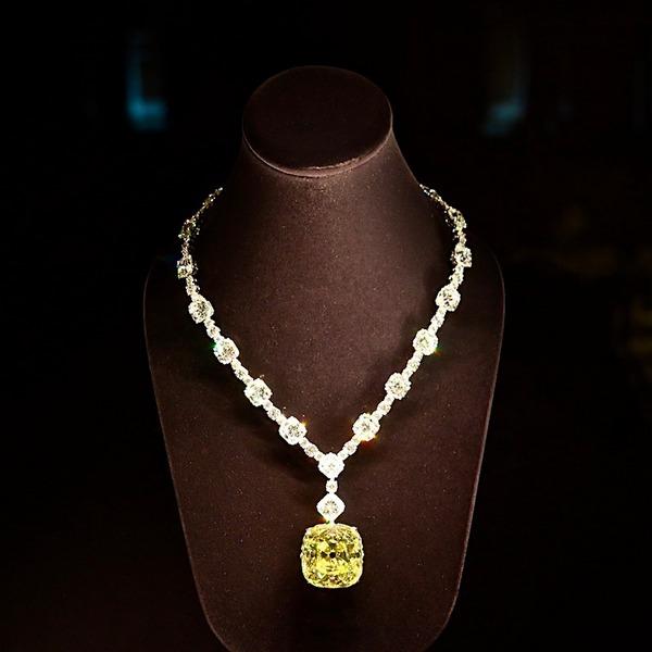 A Tiffany Sárga Gyémánt új nyaklánccal