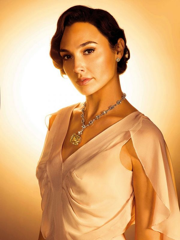 Gal Gadot a Tiffany Sárga Gyémánt replikációjával